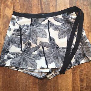 Francesca's Black & White Palm Patterned Skort!